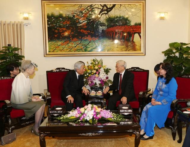 Sáng 3/3, tại Nhà khách Hồ Tây, Tổng Bí thư Nguyễn Phú Trọng và Phu nhân chủ trì Tiệc trà chào mừng Nhà vua Nhật Bản Akihito và Hoàng hậu Michiko thăm Việt Nam (Ảnh: Trí Dũng-TTXVN)