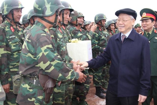 Tổng Bí thư Nguyễn Phú Trọng: Quân đội luôn là lực lượng nòng cốt đi đầu - 3