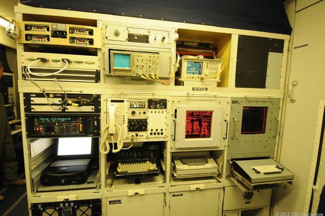 E-4B cũng được trang bị hệ thống có thể ngăn chặn bất cứ nguy cơ tấn công mạng nào. (Ảnh: CBS)