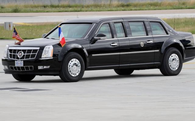 Chiếc Cadillac One chở Tổng thống Donald Trump trong chuyến thăm Pháp hồi tháng 7 vẫn là bản cũ (Ảnh: AFP)
