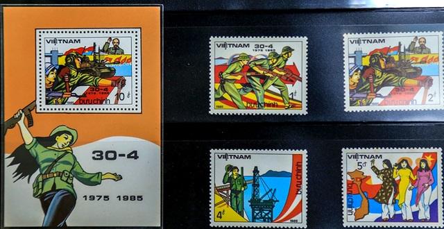 """Bộ tem mã số 461 """"Kỷ niệm 10 năm giải phóng hoàn toàn miền Nam Việt Nam"""" phát hành ngày 30/4/1985 được đánh giá là bộ tem đẹp, giàu ý nghĩa và độc đáo nhất. Bộ tem gồm 4 mẫu và 1 bloc do họa sĩ Huy Toàn thiết kế, được in tại Cuba."""