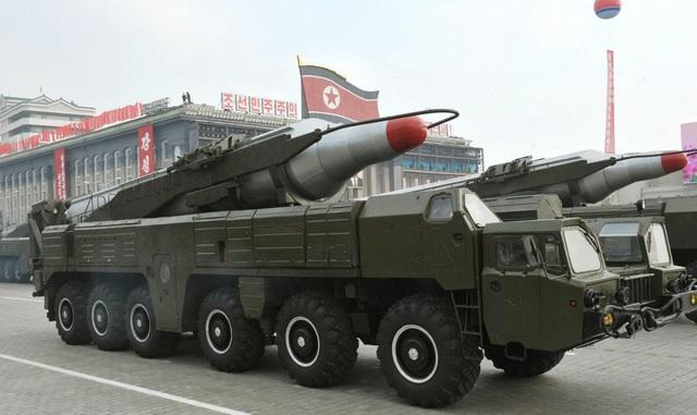 Vũ khí quân sự Triều Tiên tại lễ duyệt binh ở Bình Nhưỡng năm 2010 (Ảnh: Getty)