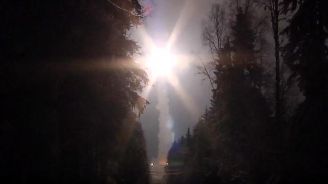 Tên lửa Nga rời bệ phóng trong cuộc tập trận quân sự quy mô lớn (Ảnh: RT)