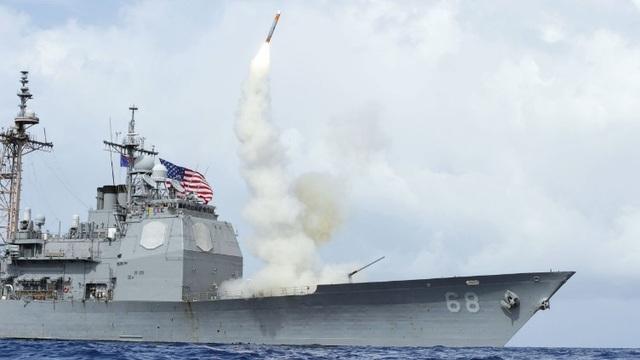Tên lửa Tomahawk phóng từ tàu Mỹ (Ảnh: US Navy)
