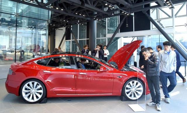 Hàn Quốc trợ giá cho xe chạy điện Tesla - 1