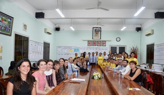 Đội ngũ giáo viên nước ngoài tham gia trong kỳ thi đánh giá năng lực học sinh.