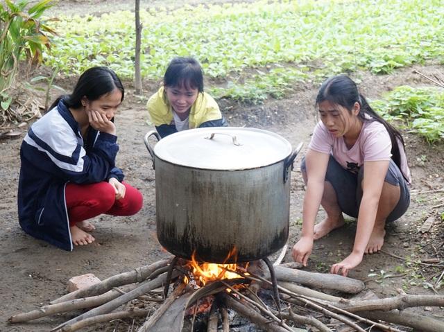 Những nồi bánh chưng đã đỏ lửa ở Làng trẻ em SOS Nghệ An.