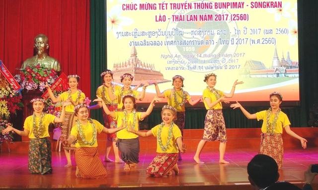Mỗi điệu múa đều mang một bản sắc riêng của đất nước.