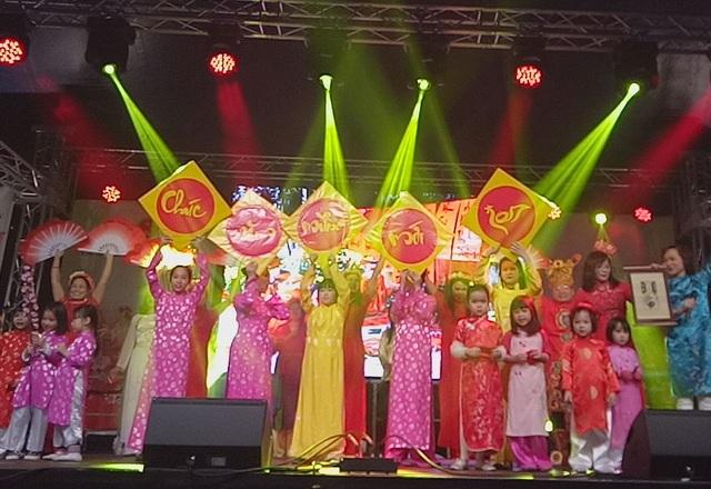 Chương trình Xuân yêu thương do Đại sứ quán Việt Nam tại Đức tổ chức.