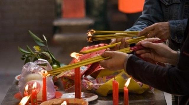 Ngày Rằm tháng Giêng, nhiều người thường đi chùa để cầu bình an.