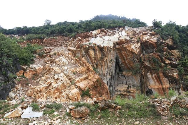 Những mỏ đá ở Quỳ Hợp là nơi mưu sinh của nhiều người, nhưng nó cũng cướp đi không ít sinh mạng của họ