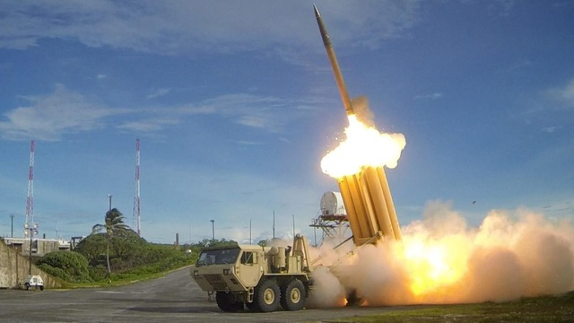 Hệ thống phòng thủ tên lửa tầm cao giai đoạn cuối (THAAD) của Mỹ (Ảnh: Reuters)