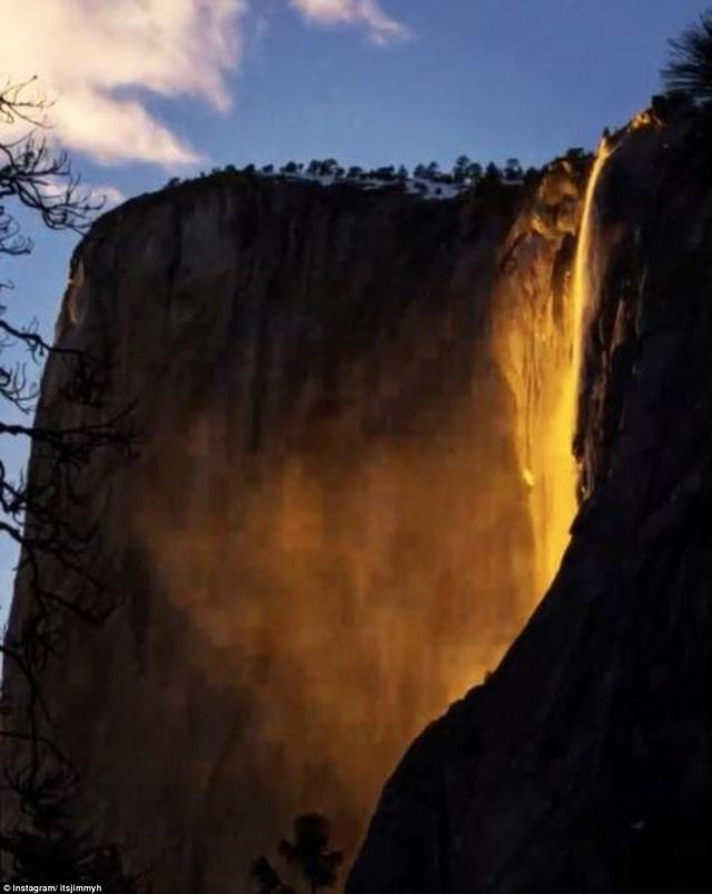 Vẻ đẹp ấn tượng đến khó tin của dòng thác nổi tiếng