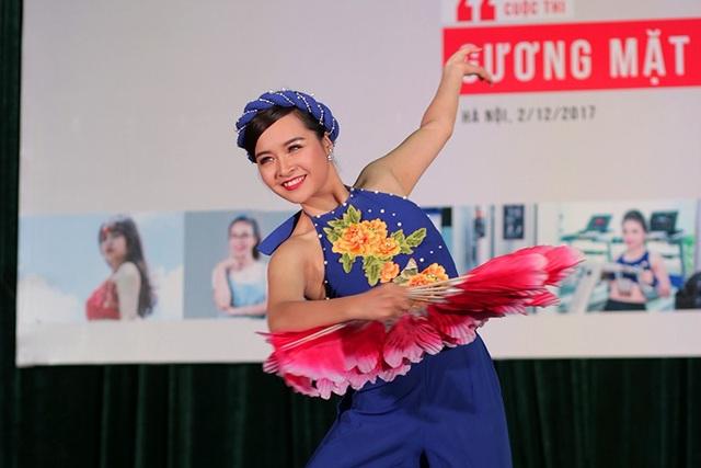 Nữ sinh Nguyễn Tú Uyên duyên dáng trong diệu múa Son