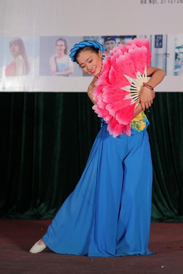 Trang phục, phụ kiện được đầu tư kĩ lưỡng, Thạch Thảo thu hút mọi ánh nhìn tại cuộc thi.