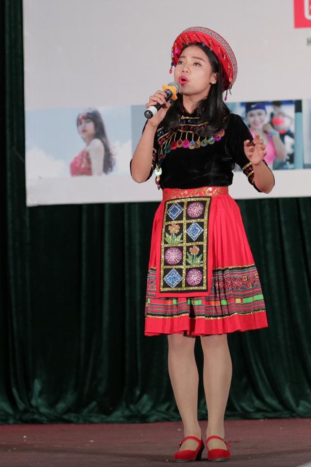 Nữ bác sĩ tương lai Bàn Thu Hương (ĐH Y dược - ĐH Thái Nguyên) gây ấn tượng bởi giọng hát cao vút và nội lực như những âm thanh của đại ngàn qua ca khúcTiếng hát trên đỉnh Hoàng Liên.