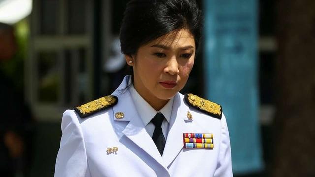 Bà Yingluck bị cáo buộc để xảy ra sơ suất trong việc giám sát chương trình trợ giá gạo cho nông dân vào năm 2014. Khi đó, với tư cách là chủ tịch ủy ban lúa gạo, bà Yingluck đã thực hiện chương trình mua gạo của nông dân sau mỗi vụ thu hoạch với giá cao hơn so với thị trường, sau đó tích trữ trong các kho. Tuy nhiên chính sách này đã khiến chính phủ Thái Lan thiệt hại hàng tỷ USD mặc dù nhận được sự ủng hộ của nông dân. (Ảnh: Reuters)