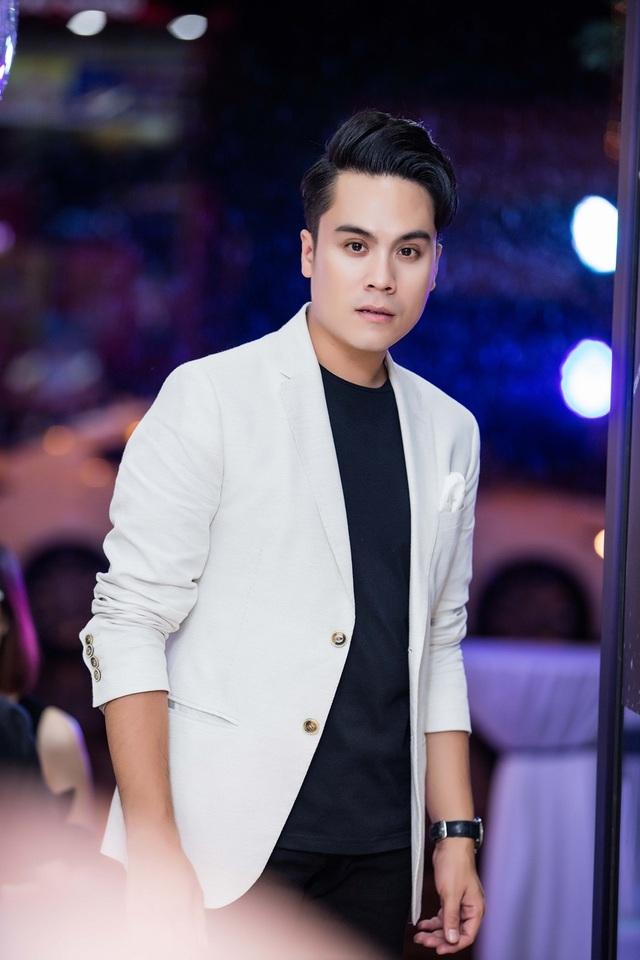 Bạn thân của Vân Hugo là MC Thái Dũng của chương trình Cafe sáng (VTV) cũng có mặt.