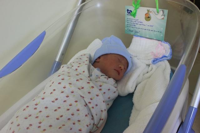 Với việc chẩn đoán và can thiệp kịp thời nên bé trai nặng 2,65kg đã chào đời, hoàn toàn khỏe mạnh.