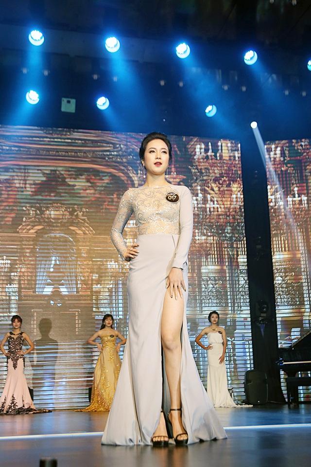 Ngoài ngôi vị Gương mặt nữ đại diện của trường, Thanh Thủy còn đạt giải thí sinh được yêu thích nhất trên mạng xã hội.