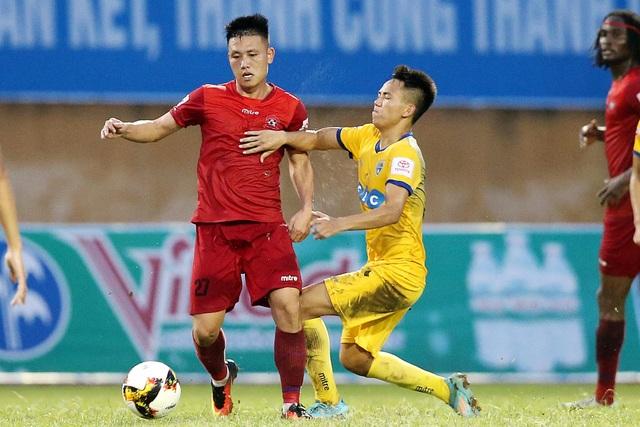 Các cầu thủ Thanh Hóa (áo vàng) đặt mục tiêu giành trọn ba điểm trước Hải Phòng, ảnh: Minh Phương
