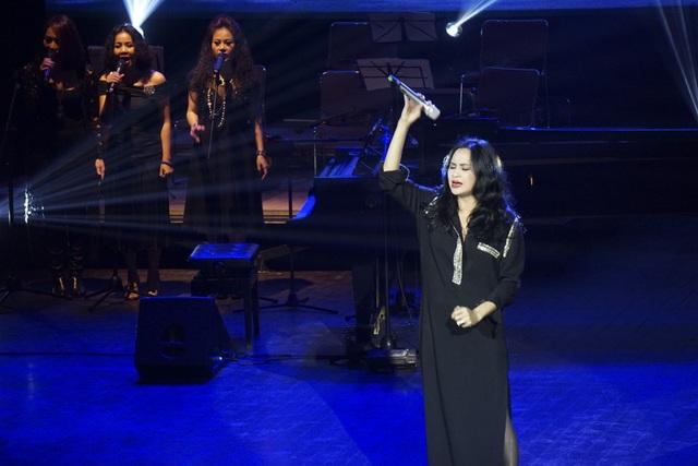 Thanh Lam được khán giả cổ vũ.