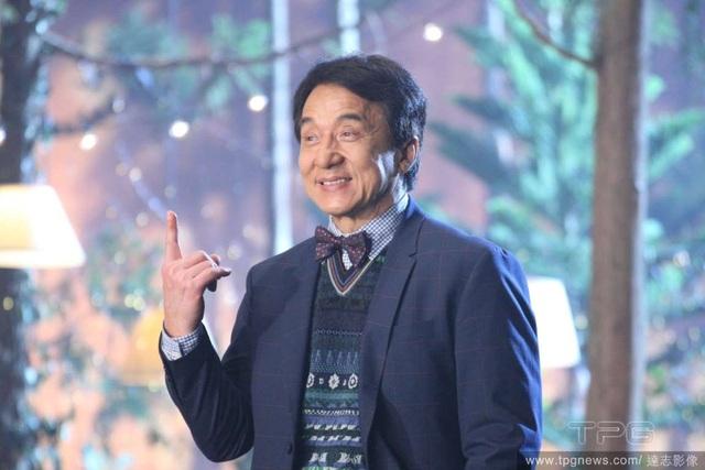 Tại buổi ra mắt ca khúc mới, Thành Long không quên nhắc đến người vợ hiền của mình và gửi lời cảm ơn bà.