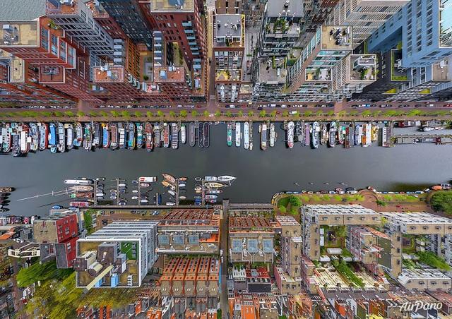 Thật không dễ để nhận ra Westerdok, Amsterdam, Hà Lan từ góc nhìn đặc biệt này