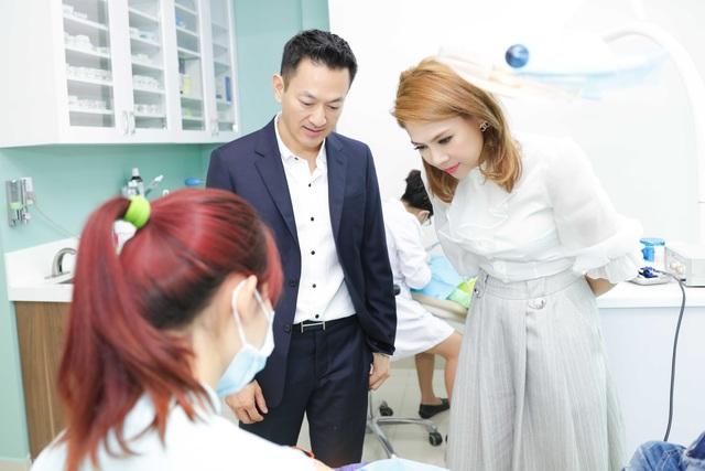 Khi về Việt Nam, Thanh Thảo đi từ thiện cùng bạn trai của mình tại Đà Nẵng