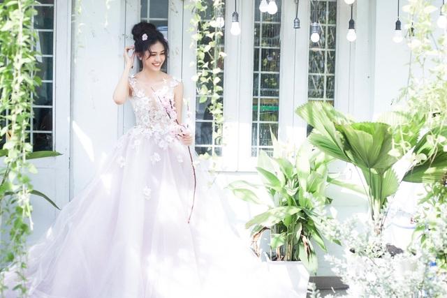 """Á hậu Thanh Tú bất ngờ hóa """"cô dâu"""", khoe bờ vai mong manh - 14"""