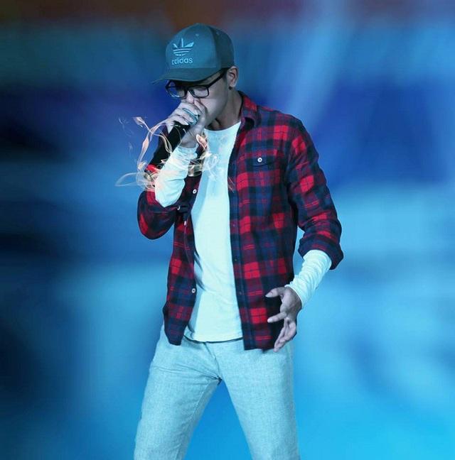 Thành Long có khả năng hát theo lối tự do trên nền beatbox khá ấn tượng