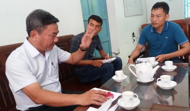 ông Nguyễn Văn Hà, Chánh thanh tra Sở Văn hóa & Thể thao tỉnh Thừa Thiên Huế trao đổi với các PV