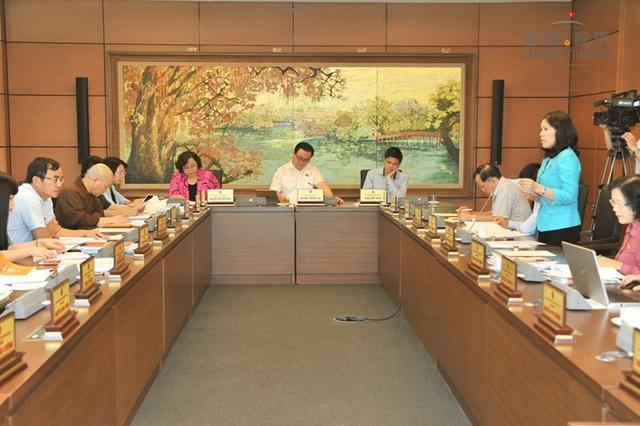 Phiên thảo luận tổ chiều 25/5 vừa qua tại đoàn đại biểu Quốc hội Hà Nội (ảnh: Quochoi.vn)