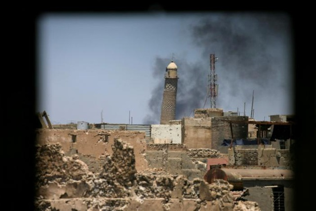Tháp al-Hadba ở thánh đường al-Nuri. (Ảnh: Reuters)