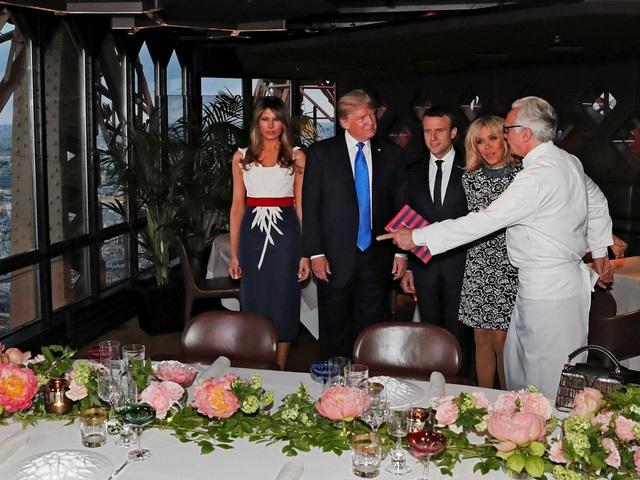 Tiệc chiêu đãi dành cho Tổng thống Trump và phu nhân Melania nhân chuyến công du Pháp được diễn ra tại nhà hàng Jules Verne trên tầng 2 của tháp Eiffel. (Ảnh: Reuters)