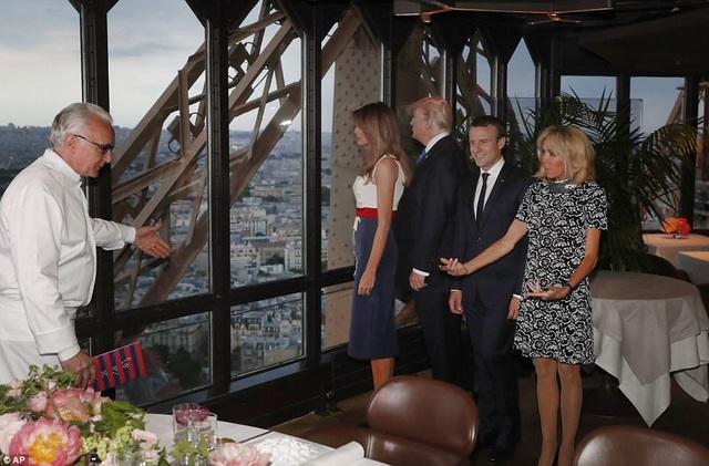 Nhà hàng có vị trí khá đẹp khi nằm ở tầng 2 của tháp Eiffel. (Ảnh: AP)