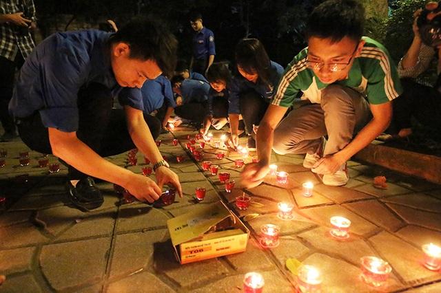 Bạn trẻ dâng hương tri ân Đại tướng Võ Nguyên Giáp tại 30 Hoàng Diệu - 1