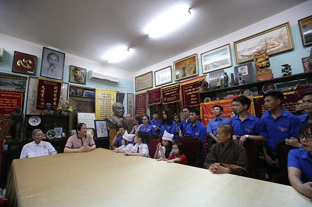 Anh hùng La Văn Cầu và bác Võ Hồng Nam, con trai của Đại tướng Võ Nguyên Giáp kể lại những câu chuyện liên quan cuộc đời cách mạng của Đại tướng Võ Nguyên Giáp, đặc biệt trong khoảng thời gian Đại tướng là người chỉ huy chiến dịch Điện Biên Phủ.