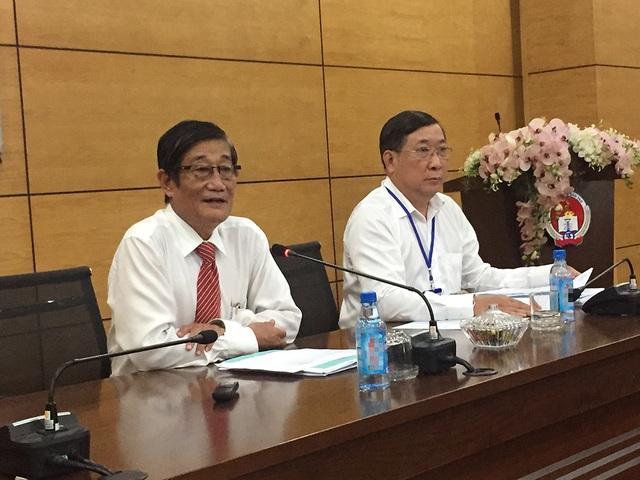 Ông Nguyễn Tiến Đạt, Phó giám đốc Sở GD-ĐT TPHCM trao đổi trong buổi họp báo tổng kết kỳ thi THPT (ảnh Lê Phương)