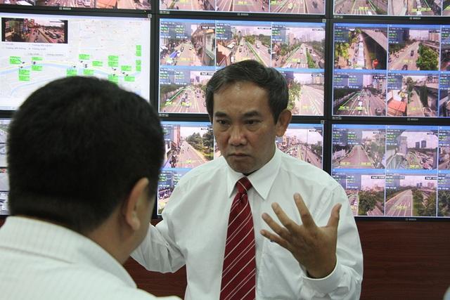 PGS.TS Hồ Thanh Phong chia sẻ về hệ thống quản lý giao thông thông minh cho đại diện Sở Giao thông vận tải TPHCM khi còn làm ở trường ĐH Quốc tế (ĐHQG TPHCM)