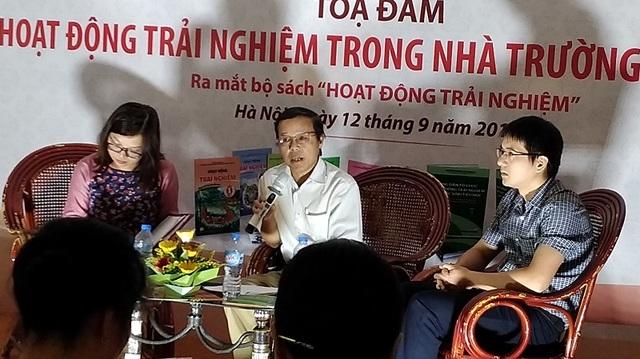 PGS.TS. Nguyễn Hữu Hợp chia sẻ tại buổi tọa đàm.