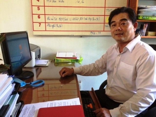 Từ sự tận tâm với nghề, nhiều năm qua, thầy Phước được đồng nghiệp, học trò của mình biết đến là thầy giáo đa tài
