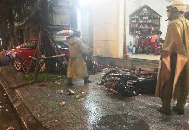 Hiện trường vụ tai nạn xe Mada tông 2 người chết