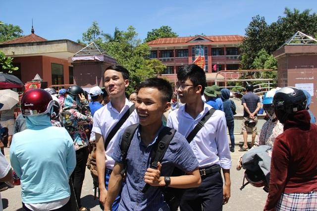 Thí sinh Quảng Trị hoàn thành ngày thi thứ hai. (ẢNh: Đ. Đức)