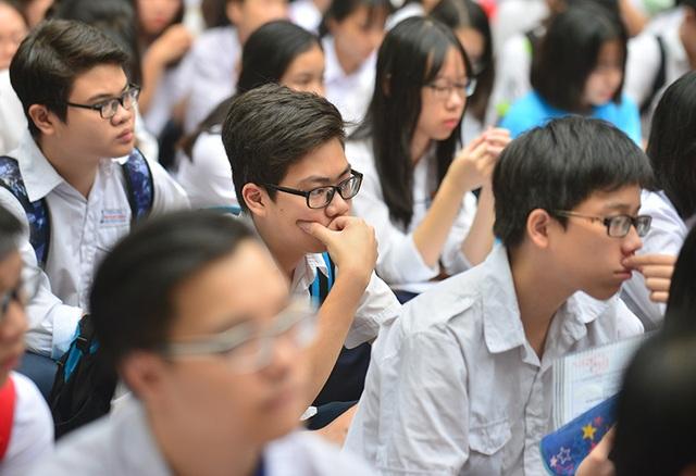 Thí sinh Nguyễn Quốc Minh, THPT Ngô Gia Tự cho biết em đã ôn bài khá kĩ nhưng vẫn hồi hộp vì đây là kì thi quan trọng.
