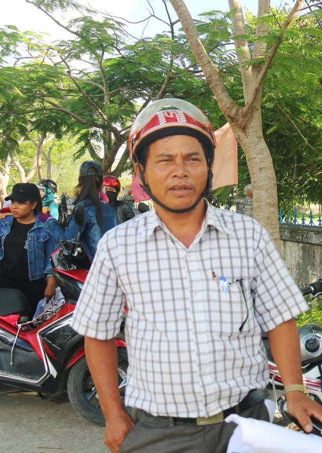 Thí sinh Hồ Ngọc Tú đã 53 tuổi và có 10 người cháu vẫn cố gắng đi thi