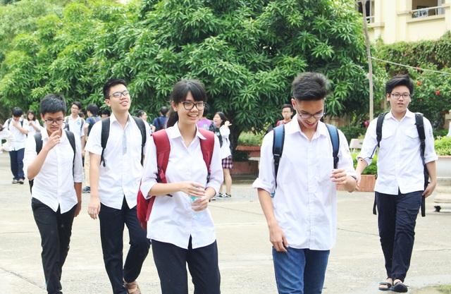 Thí sinh Hà Nội vừa hoàn thành bài thi môn Văn tuyển sinh lớp 10.