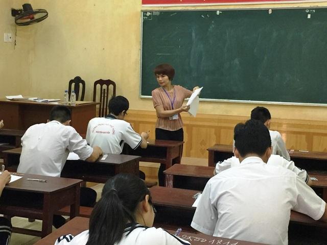 Thí sinh Nam Định làm thủ tục tham dự kỳ thi THPT quốc gia năm 2017