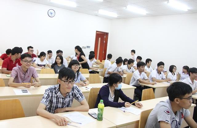 Học sinh tham gia thi thử kỳ thi đánh giá năng lực của ĐH Quốc tế (ĐHQG TPHCM)