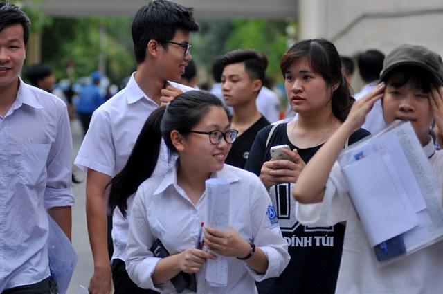 Chỉ một ngày sau kỳ thi THPT quốc gia, các em học sinh và gia đình sẽ đối diện với những câu hỏi hóc búa khác. (ảnh minh họa: Hà Trang)